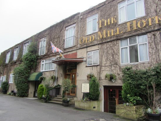 Old Mill Hotel: Outside of hotel
