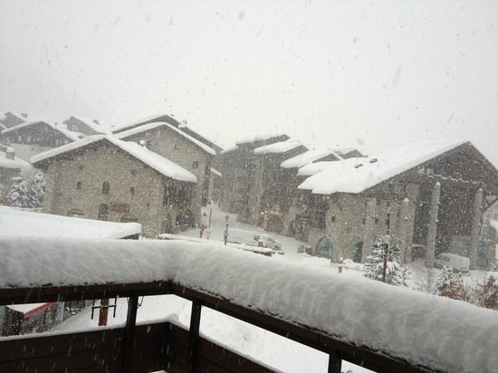 Chalet Hotel Le Val d'Isere : It just kept snowing!!