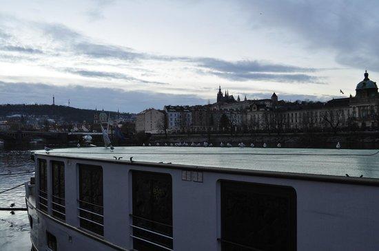 Florentina Boat: Il boat-hotel e la vista sul Castello