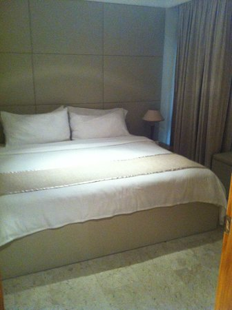 Dubai Marine Beach Resort and Spa : Bedroom