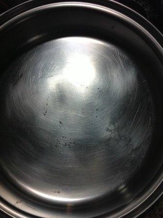 Residence Inn Bakersfield: Unclean Pans