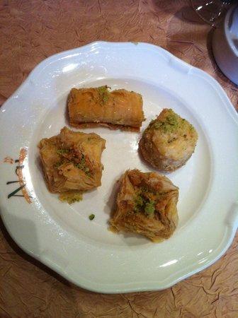 Nai  Paris: Patisseries libanaises : 8€ (et délicieux)