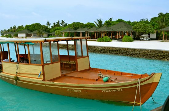 Adaaran Prestige Water Villas: entry on island
