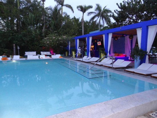 Shore Club South Beach Hotel: Poolside at the Shore Club