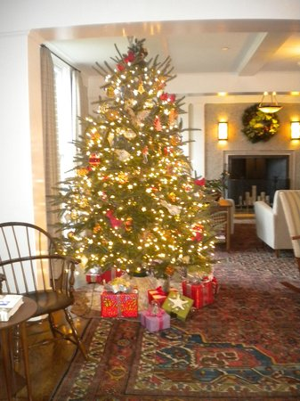 Weekapaug Inn: Christmas Decorations
