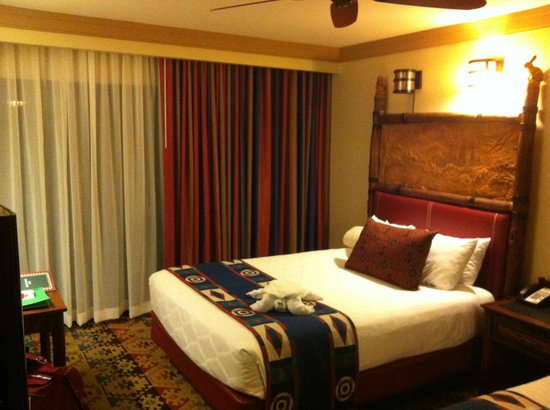 Disney's Wilderness Lodge: Our Bedroom with Towel Animal