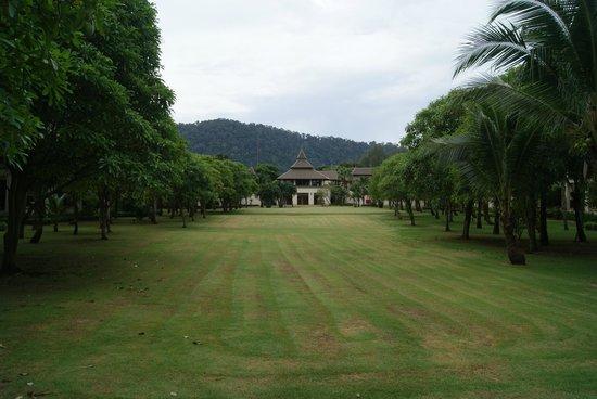 Layana Resort and Spa: garden