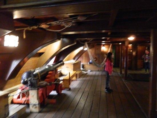 Het Scheepvaartmuseum| The National Maritime Museum: בבטן הספינה