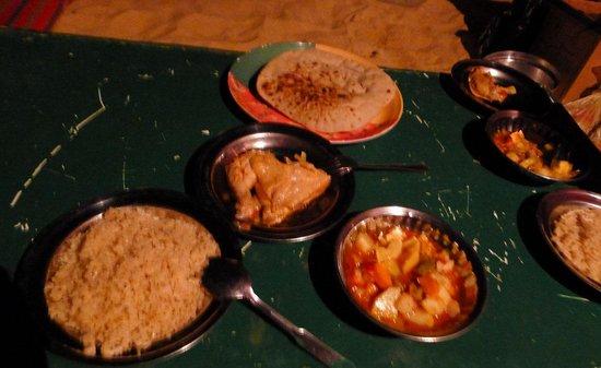 Ahmed Safari Camp & Hotel: dinner at White Desert