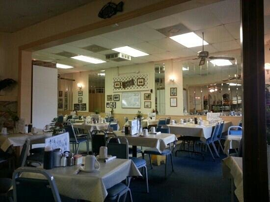 Kountry Kitchen: Side dining room