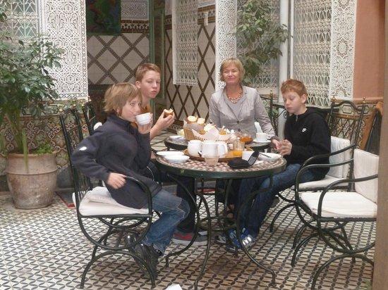 Le Gallia: Frühstück im Innenhof