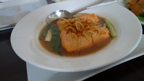 Thai Society : Salmon in Tamarind Sauce-Fish was cooked just right, but wasn´t served hot enough.