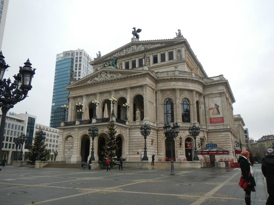 Frankfurt on Foot Walking Tours: The Old Opera house