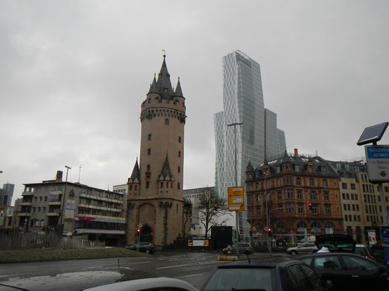 Frankfurt on Foot Walking Tours: The variety or architecture