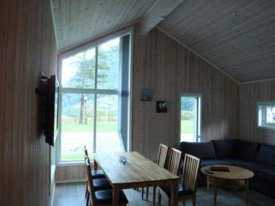 Kinsarvik Camping: Hütte/ Wohnzimmer