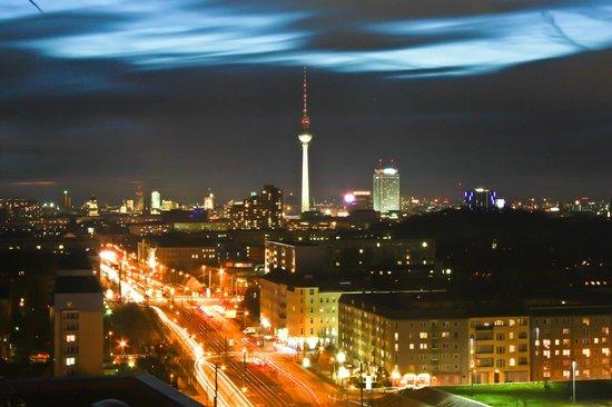 Vienna House Andel's Berlin: avondfoto vanuit de Skybar op het centrum Mitte