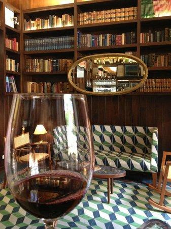 Del Carmen Concept Hotel: bar
