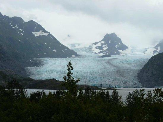 Hideaway Cove Wilderness Lodge: The glacier...amazing