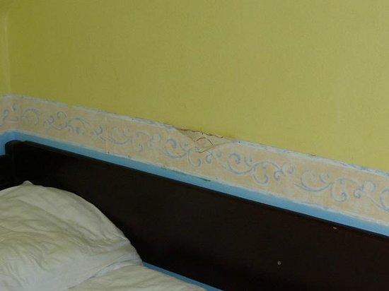 Hotel Bily Horec: Koło łóżka