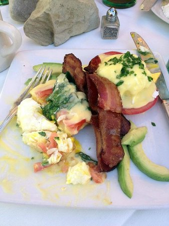 Succulent Cafe: Succulent Eggs Benedict