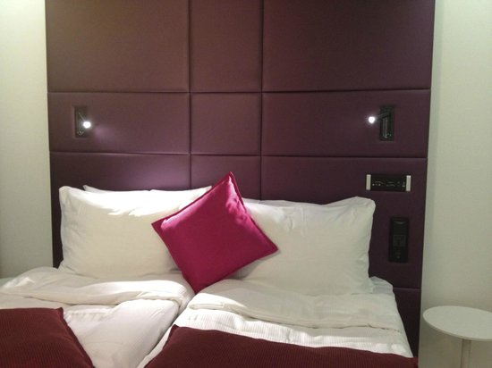 Radisson Blu Plaza Hotel, Helsinki: Striking and colorful headboard