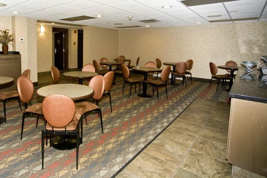 Days Inn Duluth Lakewalk: Breakfast Seating