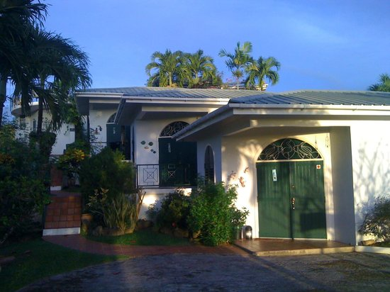The three self-catering cottages (cabanas) of Top'O Tobago