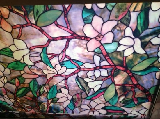 Nordic Oceanfront Inn: Stained glass window in Room 318