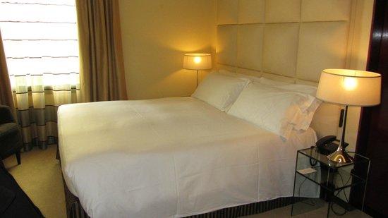 هوتل كوزموبوليتان: Habitación cama matrimonio 