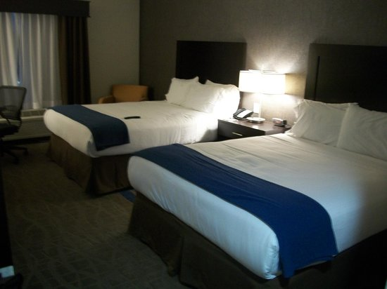 Holiday Inn Express at KU Medical Center: Guest Room