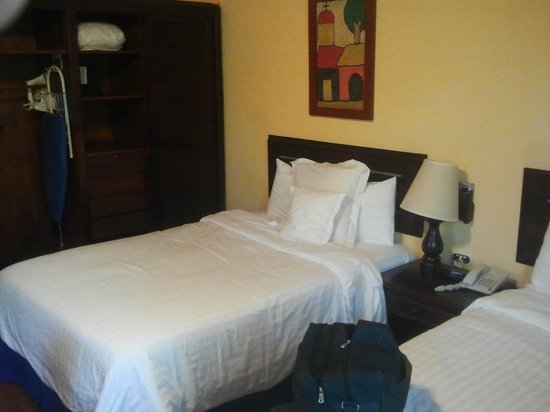 Barcelo Montelimar Beach: One queen size bed (2 inside room)