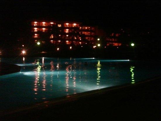 Barceló Montelimar Beach: Central building + pool