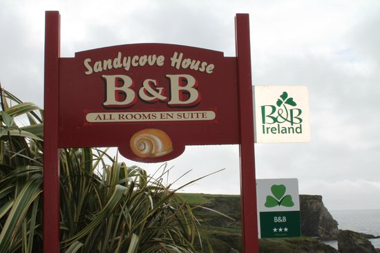Sandycove House Bed & Breakfast: insegna