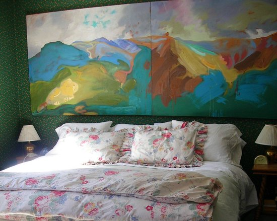 The Animas B&B at the Wingate House : Original oil painting w/lots of down on king bed
