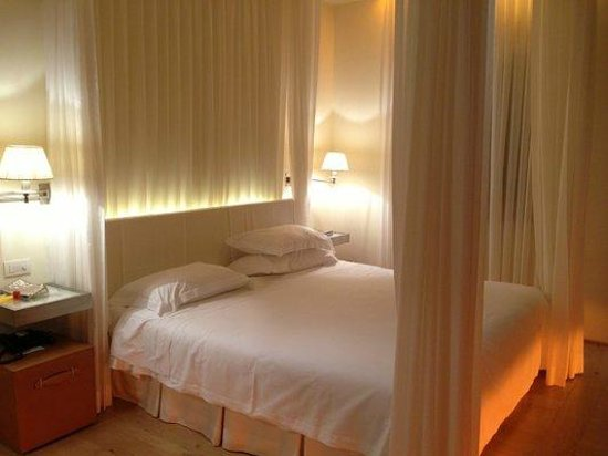 Continentale Firenze: Romantic bed