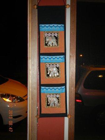 Sukothai Restaurant: wall hanging