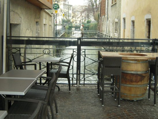 Cafe St. Antoine : terrasse vue canal