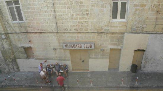 Valletta Suites : Across the street