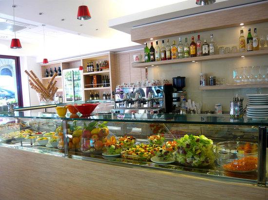 Guily's Cafe Paolini Giuliana: Vista del bancone con alcune pietanze
