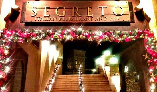 segreto restaurant and bar christmas decorations at il segreto entrance