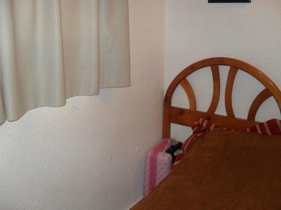 Halley Apartments: bedroom