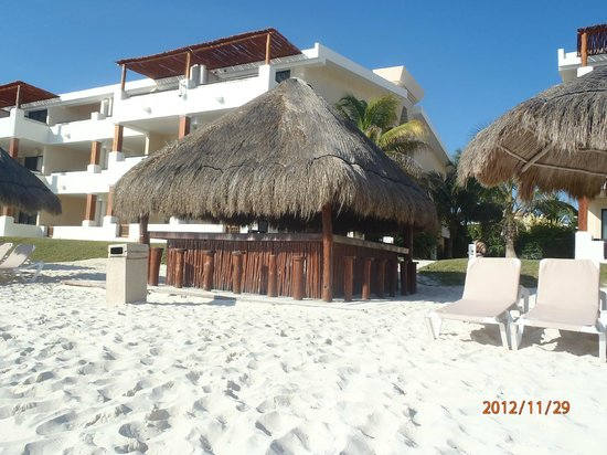 Now Sapphire Riviera Cancun: Beach bar