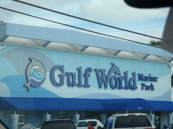 Gulf World Marine Park: Entrance to Gulf World