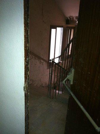 Hostal Residencia Americano : una escalera