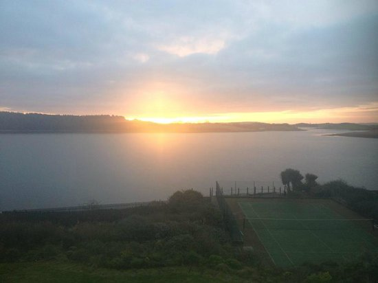 Hunters Lodge Luxury B&B : Stunning view across the lough from the bedroom window in the morning