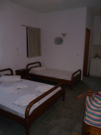 Santorini Breeze: the room