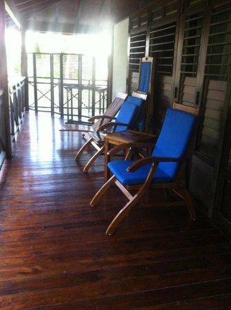 New Emerald Cove: une terrasse de chambre