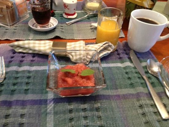 Blue Goose Inn Bed and Breakfast: Homemade cranberry applesauce with mint garnish