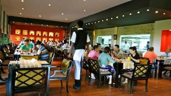 Adaaran Prestige Vadoo: This is the main restaurant (for the all inclusive plan)