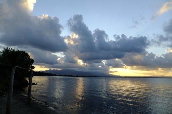 Puerto Barrios, Γουατεμάλα: Sunset from beach at Amatique Bay Resort